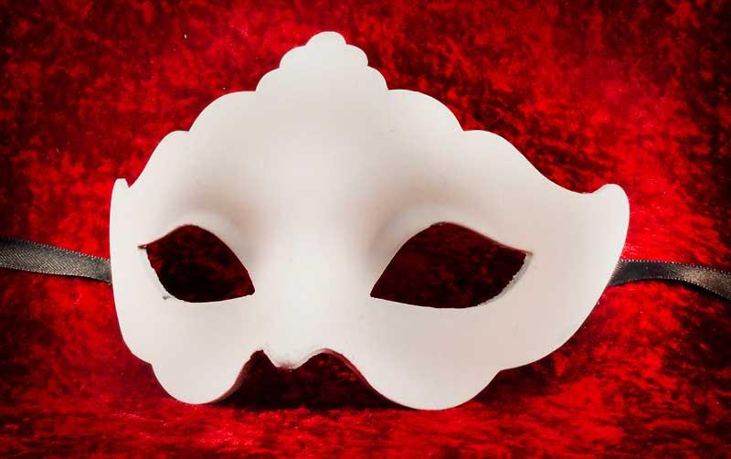 masque de venise a peindre blanc a pointe en papier mache 1689. Black Bedroom Furniture Sets. Home Design Ideas